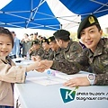 01兒童節特別簽名會-26(朴士兵,愛笑的小孩,跟你一樣可愛哩!)