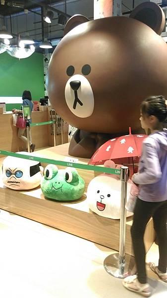 三樓的line store有非常大&cute的熊大