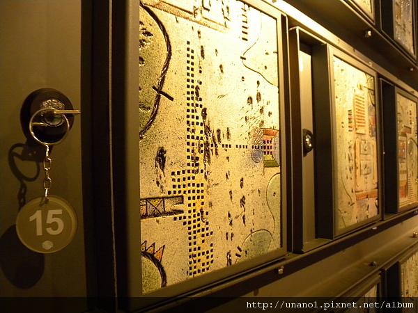 寄物櫃上的地圖