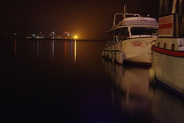 夜間遊艇倒影~對面是伊達邵