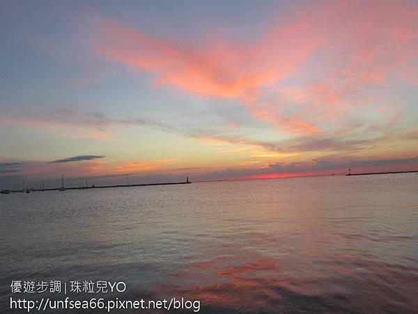 image000_YoYoTempo_芝加哥位於密西根湖畔(Lake Michigan)之日出.jpg