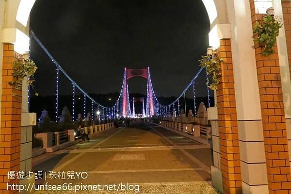 image007_YoYoTempo_【桃園旅遊景點】光彩絢麗的大溪橋在夜晚有華麗的風貌.jpg