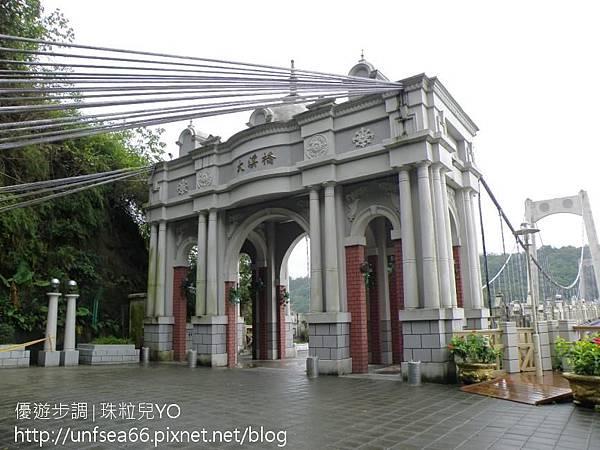image009_YoYoTempo_【桃園旅遊景點】大溪橋與巴洛克式的浮雕拱門~古典雅致.jpg