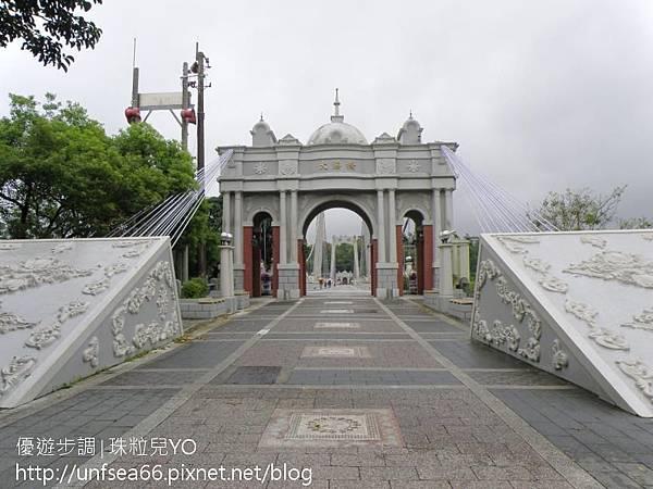 image007_YoYoTempo_【桃園旅遊景點】大溪橋與巴洛克式的浮雕拱門~古典雅致.jpg