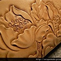 中夾(磁扣)-手工皮雕牡丹花-皮原色-CQ0103-6800-R1065986 [640x480]