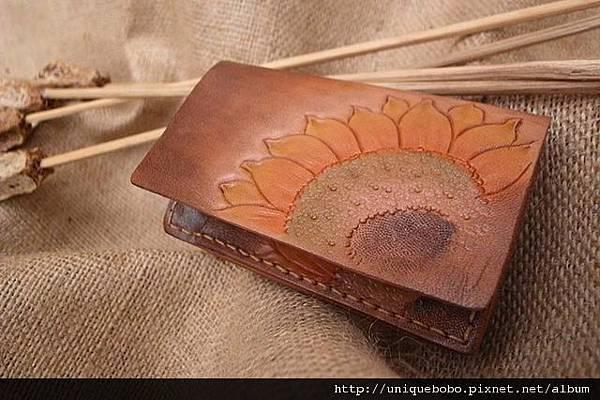 手縫皮雕陽光向日葵名片夾-CS0401-1280-_0024773 [640x480].jpg