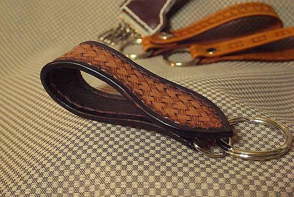 皮雕扣帶鑰匙圈-子彈心型-KF0604-680-R0021471 [640x480].JPG