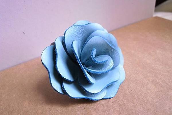 皮塑水藍色胸花-YF0101-580元