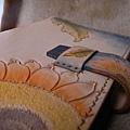 Unique 純手縫真皮記事本-皮雕萬用手冊-向日葵-HC7101-3600-_1048968 [640x480].JPG
