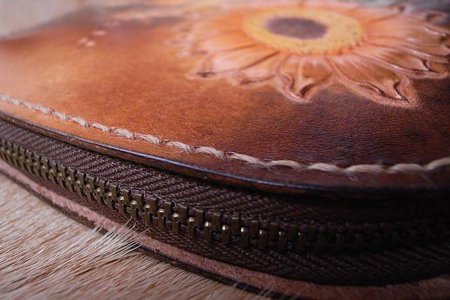 皮雕圖案-夕陽下的向日葵小錢包-CB0401-1800_1049072 [640x480].JPG