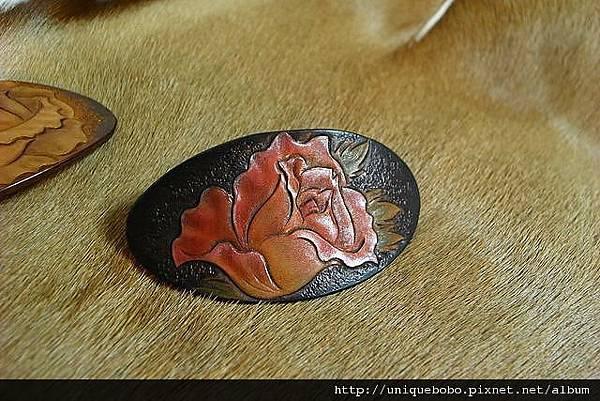 皮雕時尚髮夾-紅玫瑰-HH0107-480-R1050097 [640x480].JPG