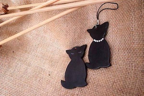 可愛貓水鑽皮雕手機吊飾-KF0302-380 [640x480].jpg