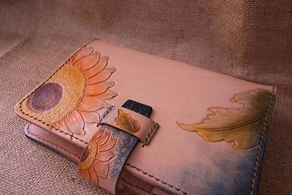 Unique 純手縫真皮記事本-皮雕萬用手冊-向日葵-HC7101-3600-_0025234 [640x480].jpg