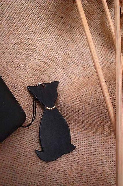 窈窕貓水鑽皮雕手機吊飾-KF0301-180