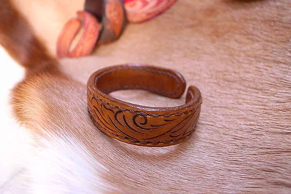 唐草線雕刻銅襯手環-HA0202-680_1049231 [640x480].JPG