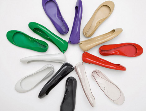 kartell-normaluisa-glue-cinderella-shoes-collection-1.jpg