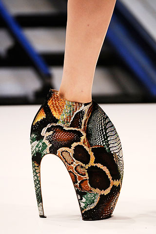 alexander-mcqueen-spring-2010-shoe-collection-081009-1.jpg