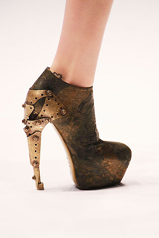 alexander-mcqueen-spring-2010-shoe-collection-081009-4.jpg