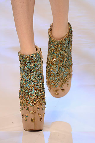 alexander-mcqueen-spring-2010-shoe-collection-081009-6.jpg