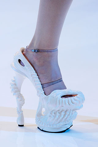 alexander-mcqueen-spring-2010-shoe-collection-081009-8 (1).jpg