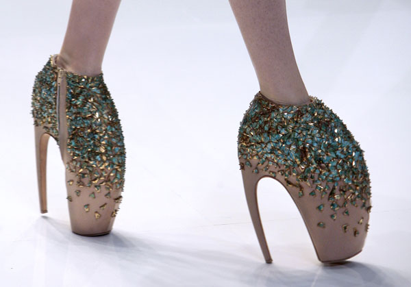 alexander-mcqueen-spring-2010-shoe-collection-081009-12.jpg