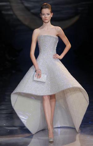GIORGIO-ARMANI-PRIVE-Haute-Couture_fashion_show_image.jpg