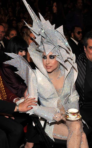 Lady-Gaga-Armani-Prive-Grammy2010-96310207_10.jpg