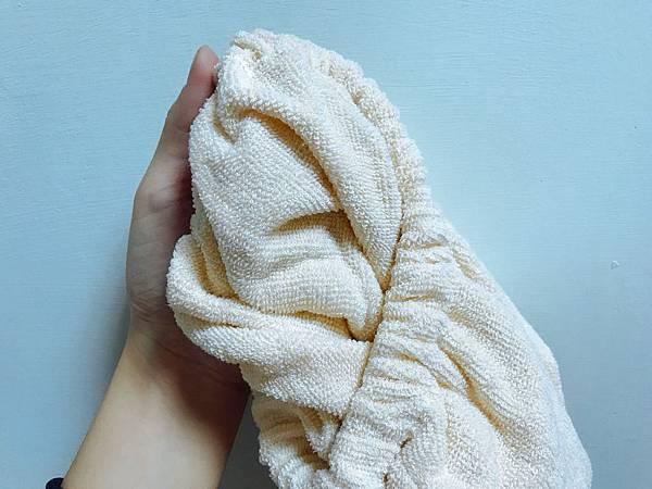 【開箱】洗完頭不吹乾?頭髮自然乾好法寶!日本8倍瞬間吸水強力吸水巾讓頭髮好吹快乾不再弄溼衣服–超好用日本製瞬間吸水包髮巾34 x 100cm