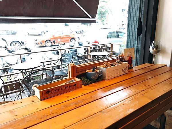 【高雄美食推薦】高雄前金美食。隱身巷弄無客滿還可久坐的早午餐咖啡廳。提供免費WIFI和插座。超好喝濃郁拿鐵–Café De Timing 滴。時刻手作咖啡廚房(附完整菜單)