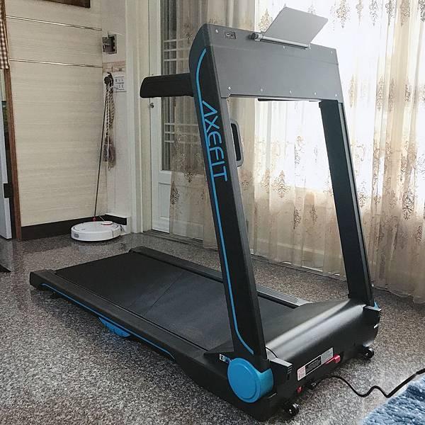 【開箱】跑步機推薦。好吉康電動跑步機帶你體驗電跑新革命!好吉康AXFIT摺疊跑步機把家裡變成迷你健身房! - 進化者電動跑步機(好吉康健美科技)