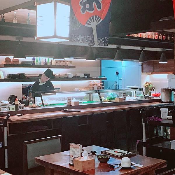 【高雄美食】高雄新興美食/新崛江美食。鬧中取靜的日式料理!隱身巷弄現點現烤的道地鰻魚飯專賣店。環境安靜還有隱密包廂滿足商務簡餐和約會需求。鬧中取靜的日式料理-僕.燒鰻鰻魚專賣店