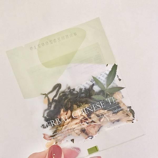 【開箱】中秋禮盒比創意。果乾與台灣茶葉及花卉的絕妙組合。台灣特色花草茶飲陪你中秋送禮免煩惱!與台南KADOYA喫茶屋人氣甜點無牙餅的創意搭配-小草作Grassphere金兔奔月中秋禮盒