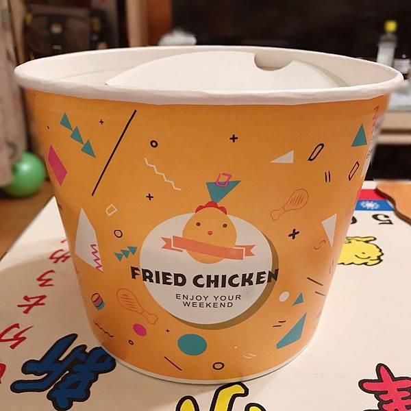 【台中美食】新鮮直送!學生小資最愛平價炸雞。搭配FOODPANDA外送免運費。在家就能吃到卜蜂台式薄皮炸雞-SIXSTAR六星炸雞