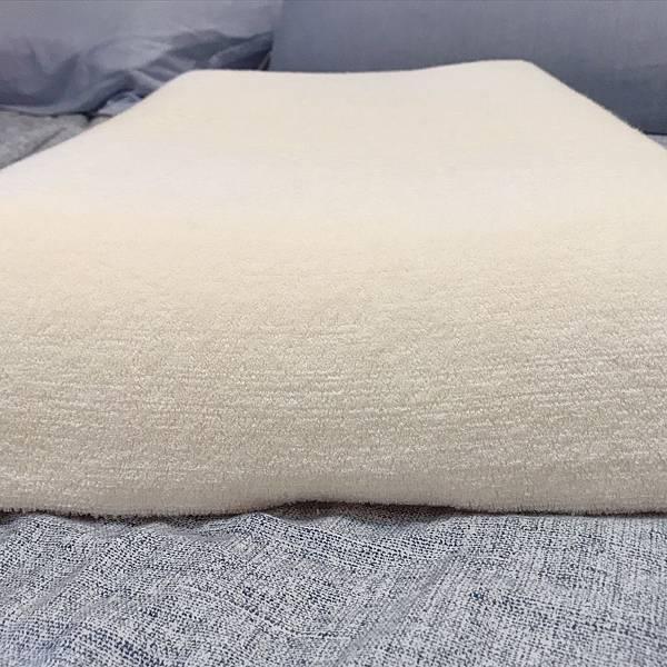 【開箱】經常落枕、肩頸痠痛影響工作效率?如何挑選枕頭很重要!別於傳統記憶枕的恆溫親水記憶枕。夏天不悶熱、冬天不變硬。讓睡眠達人幫你客製化挑選釋壓、合適高度、符合人體工學的命定枕!-睡眠達人irest客製化枕頭