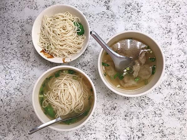 【台北美食】近台北車站用餐時刻人潮不斷的好吃麻醬麵。一湯一麵百元有找的巷弄美食-永豐福州麵