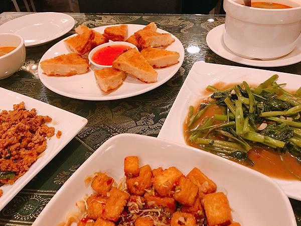 【台中美食】台中西屯平價泰式料理。超滿足厚切月亮蝦餅&超入味好下飯打拋豬肉。好吃平價又不收服務費 - 泰廣城泰式料理