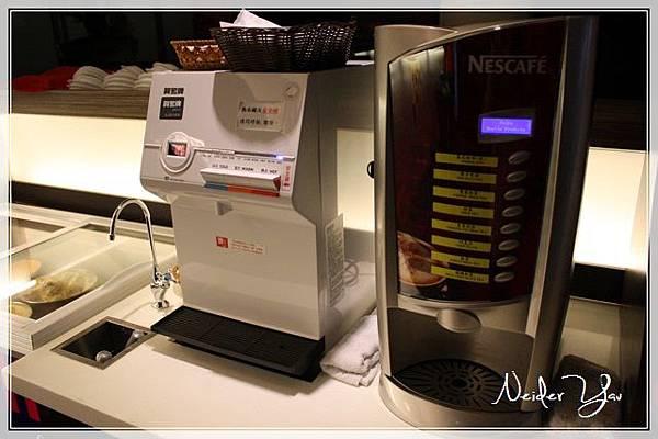瘋牛排洋食 咖啡機.JPG