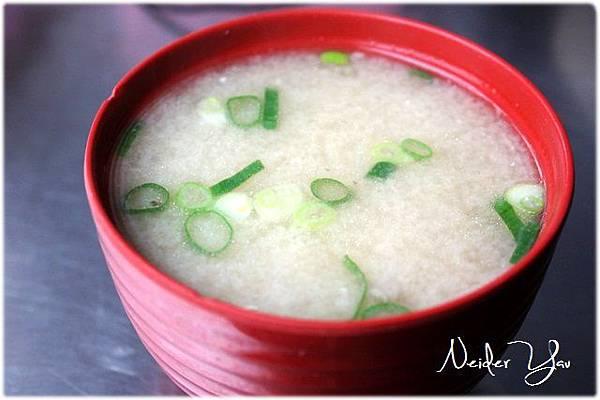 台南-山根壽司-味噌湯01.JPG