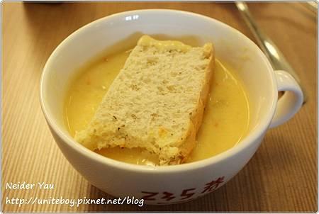 235巷 Pasta 玉米濃湯&麵包