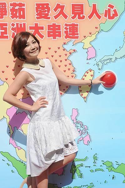 梁靜茹按燈啟動全亞洲100家電台同步放送「愛久見人心」歌曲