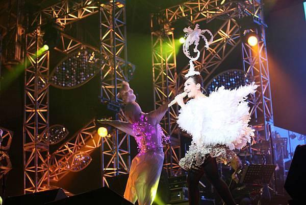 梁靜茹馬來西亞演唱會造型奇特