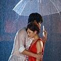 梁靜茹和師弟在偶陣雨mv中拍下雨分手戲衣服全濕