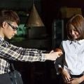 潘帥戴起眼鏡、穿上格子衫,扮演青澀告白的大學生
