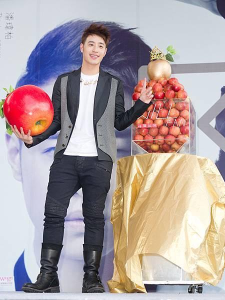 華麗蘋果塔慶祝潘帥專輯大賣