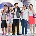 潘帥簽唱會送歌迷蘋果分享好成績的喜悅