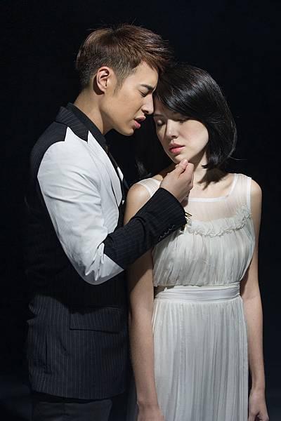 潘瑋柏、許瑋甯兩人首次合作MV 「忘記擁抱」於9月13日MTV全台獨家大首播
