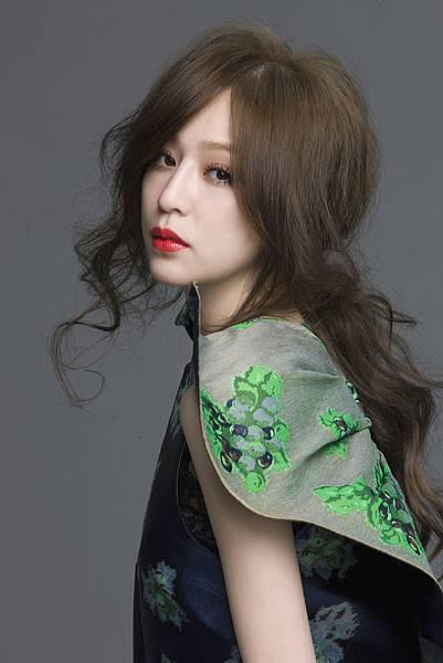 王心凌2012全新專輯「愛不愛」 11月16日開始預購 11月30日發行