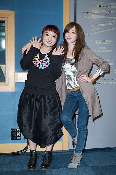 好友LALA徐佳瑩特別現身練團室,她也將擔任王心凌演唱會的特別來賓