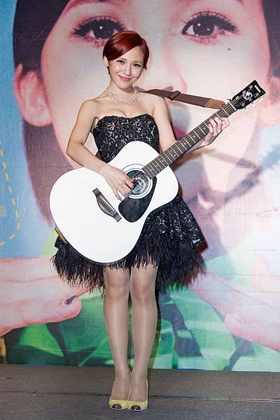 梁文音自己主動開始學習吉他,完成了當年的小心願