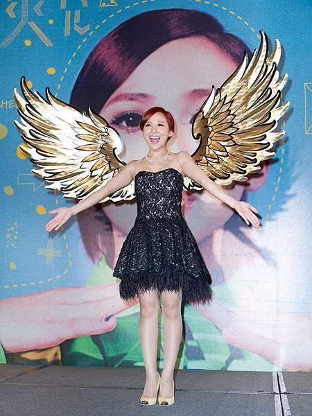 賜天使笑容與歌聲的梁文音金色翅膀,期許專輯成績飛衝天!
